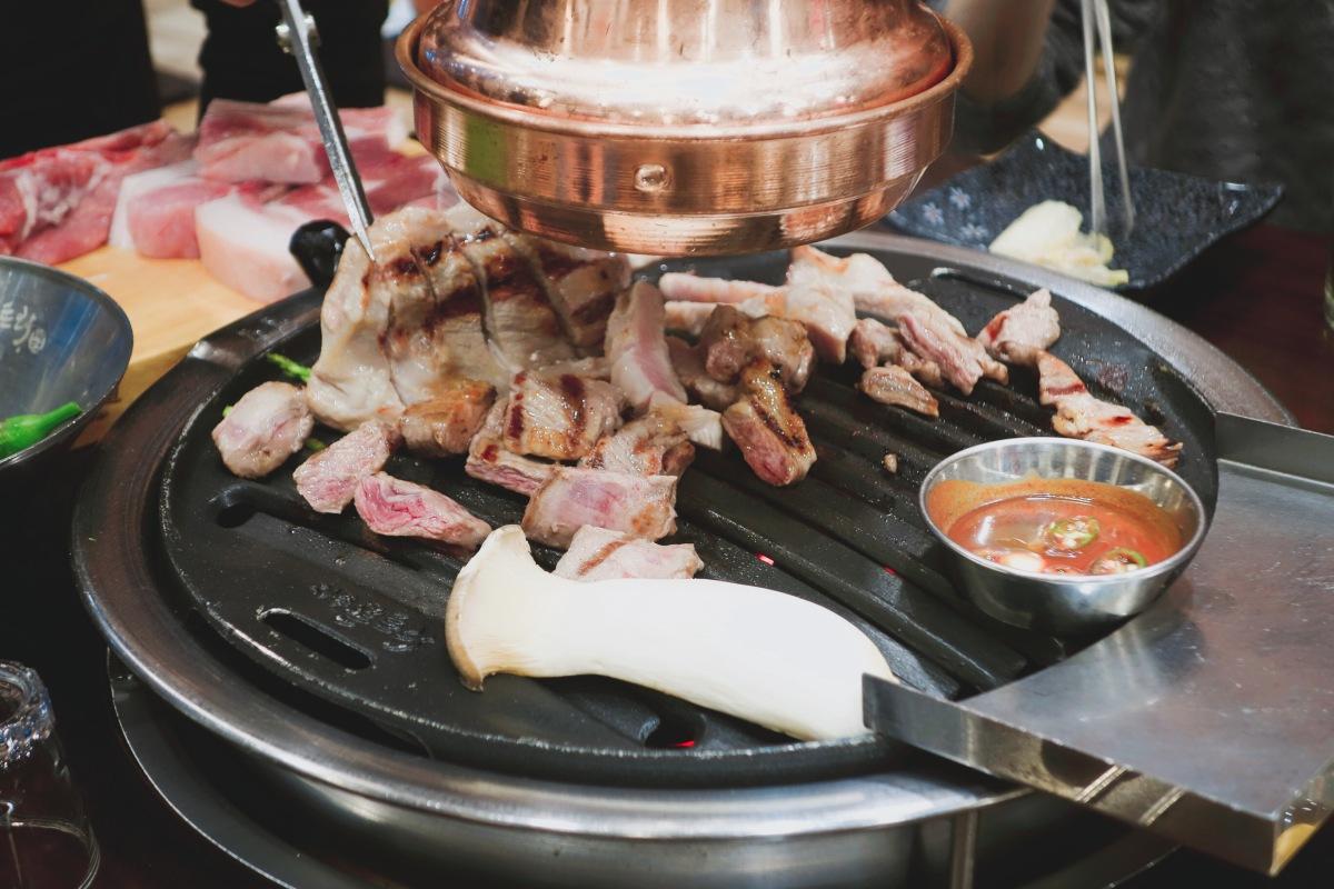 🇰🇷【濟州島】濟州島美食一網打盡!黑豬烤肉、鮑魚飯、海鮮火鍋、刀削麵